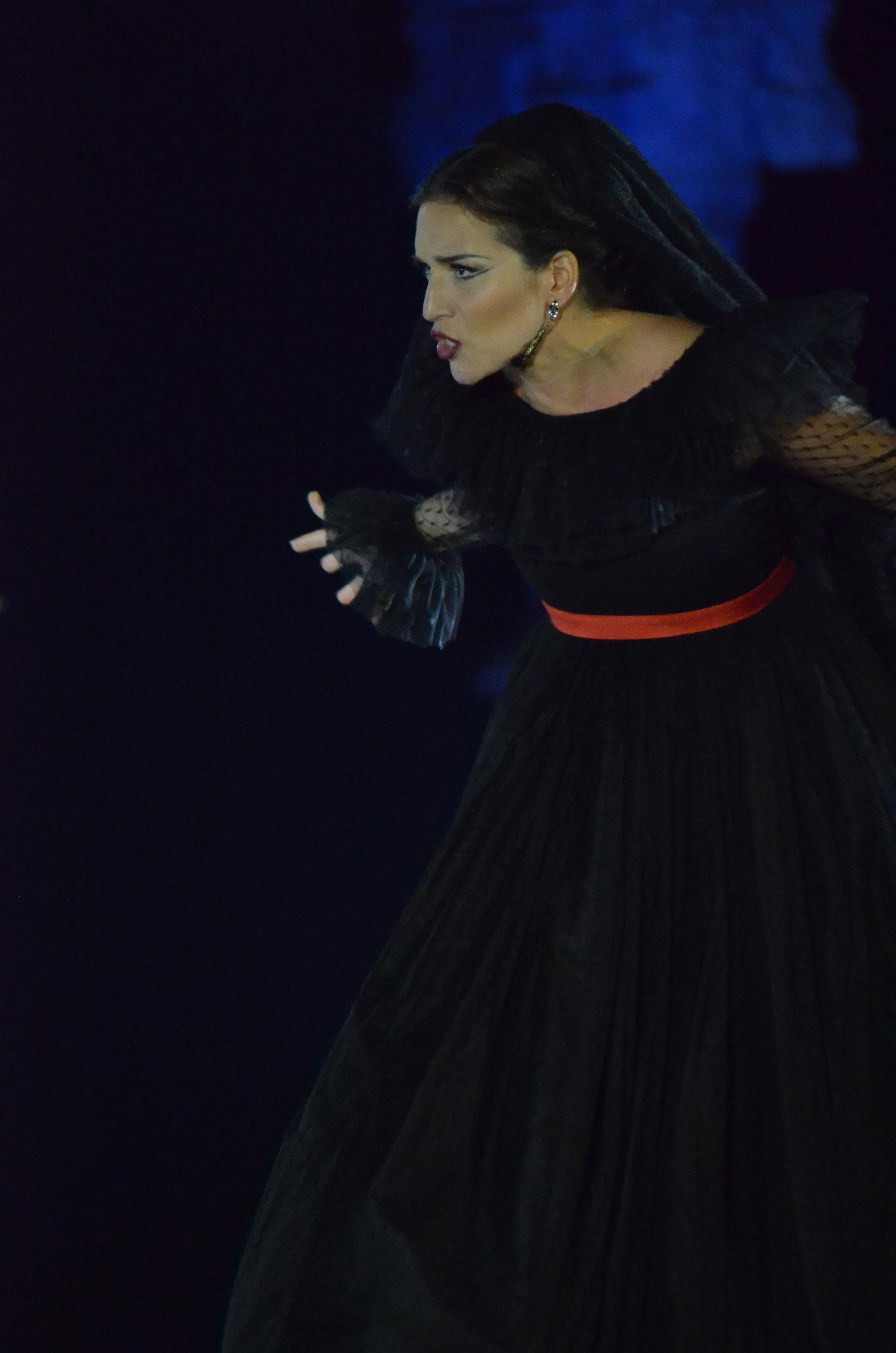 donna-anna-fabienne-conrad-01